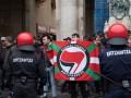 Полиция в Каталонии взяла под контроль школы