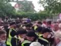 На Русановских садах в Киеве произошли стычки протестующих с полицией