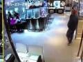 В Гонконге за 27 секунд ограбили ювелирный магазин