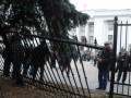 Забор возле Рады, поврежденный чернобыльцами, за ночь восстановили