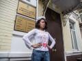 Активистка Femen пришла на суд в костюме Купидона