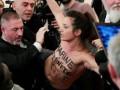 Активистка FEMEN пыталась сорвать выступление Ле Пен