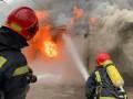 Пожар на автомойке в Киеве: Могут загореться соседние здания