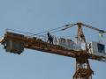 На Андреевском спуске протестующие захватили строительный кран