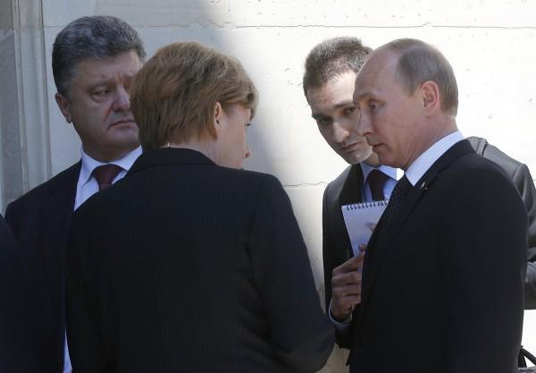 Порошенко заявил, что Украина не намерена делать уступки Путину