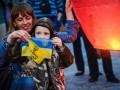 В честь Савченко на Почтовой площади в небо поднялись воздушные фонари