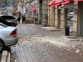 В Одессе кусок лепнины рухнул с дома: Разбиты авто