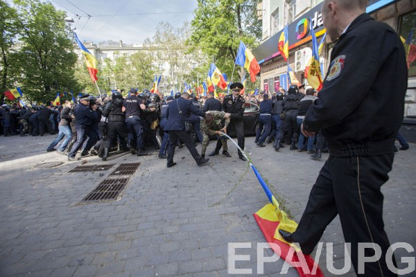 На митинге в Кишиневе пострадали полицейские