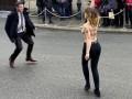 Голые активистки Femen устроили акцию под Елисейским дворцом
