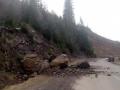 На Закарпатье часть скалы обвалилась на автотрассу