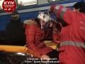 Под Киевом женщина прыгнула под поезд и выжила: Момент попал на видео