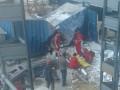 На стройке в Одессе бетонная плита обрушилась на бытовку с рабочими