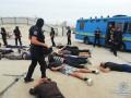 Полиция задержала 40 вооруженных парней возле стройки на Осокорках