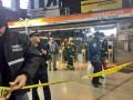 В Бостоне пассажиры выбирались из дымящегося поезда метро через разбитые окна