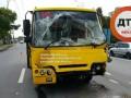 В Киеве маршрутка с людьми на скорости врезалась в грузовик