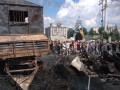 На Майдане восстановили две баррикады и подготовили коктейли Молотова (фото)