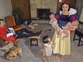 Золушка-пьяница и лысая Златовласка: герои сказок в наши дни (ФОТО)