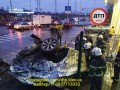 ДТП в Киеве: фура с мукой снесла несколько автомобилей и врезалась в АЗС