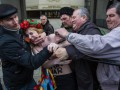 Главные ВИДЕО дня: Избитые FEMEN и позорное отступление самообороны Крыма