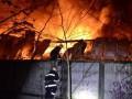 Площадь пожара в Киеве на Шулявке достигла нескольких тысяч метров