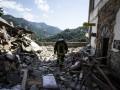 Землетрясение в Италии: Порошенко поручил МИД организовать помощь