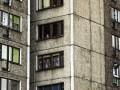 Во Львове женщина выбросилась из окна и упала на такси