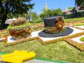 На фестивале цветов в Киеве расцвели борщ, вареники и шапки