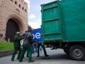 Возле метро Золотые ворота убрали незаконные МАФы (фото)