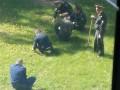 В центре Киева элита армии рвала одуванчики по приказу генерала – соцсети