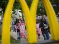 В США за участие в протесте арестовали более ста сотрудников McDonald's и священников