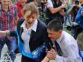 В мокрый путь, выпускники: Последний звонок в Киеве (ФОТО)