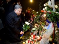 Порошенко возложил цветы на месте теракта у концертного зала Bataclan в Париже