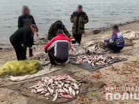 На Днепре браконьеры взяли на таран лодку полицейских