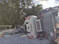 В Киеве перевернулся строительный кран