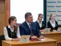 Янукович за партой и Яценюк с ранцем: Как отметили 1 сентября политики (ФОТО)