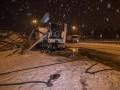 В Киеве фура снесла билборд и разлила топливо