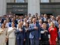 Парубий и депутаты 8 созыва на прощание спели гимн на крыльце Рады