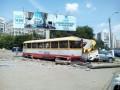 В Одессе трамвай задним ходом врезался в столб и протаранил авто
