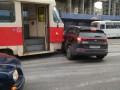 В Киеве трамвай протаранил авто