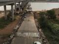В Китае рухнул автомобильный мост через реку