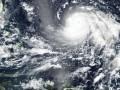 У берегов Китая судно перевернулось из-за тайфуна