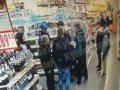 На Дарнице толпа подростков подралась с охранником магазина