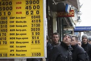 Улыбаемся и машем: как реагируют украинцы на повышение курса доллара