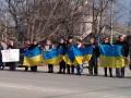 Крымские татары встали вдоль дорог живой цепью