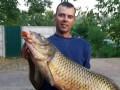 Рыбак из Днепропетровщины похвастался в сети огромным сазаном