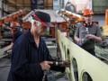 В каких сферах украинцам готовы платить высокие зарплаты