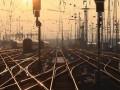 На Донбассе вновь обстреляли ж\д пути: движение поездов приостановлено