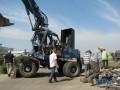 Во время плановых работ в Киеве перевернулся экскаватор