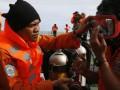 На месте крушения лайнера AirAsia возобновились поиски