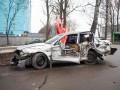 На въезде в Киев серьезно столкнулись две легковушки: Пострадали двое